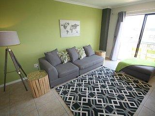 Cozy 2 bedroom Apartment in Milnerton with Internet Access - Milnerton vacation rentals
