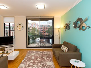 Thriving city location, dining hub - Sydney vacation rentals