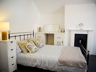 The Old Laundry. Character cottage, town centre 200m to the beach. Sleeps 6 - Worthing vacation rentals