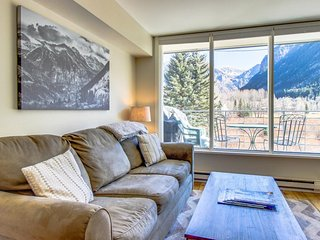 Contemporary alpine getaway with shared hot tub - walk/shuttle to gondola - Telluride vacation rentals