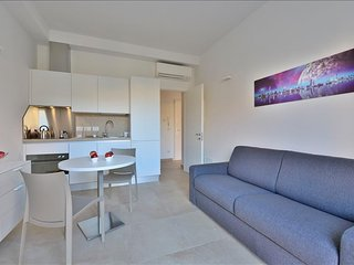 Bright, modern apartment steps from Piazza Maggiore - Bologna vacation rentals