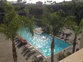 Entire1BD.Venice Beach/Marina Luxury steps to the sand, Jacuzzi,Pool,Gym,Parking - Marina del Rey vacation rentals
