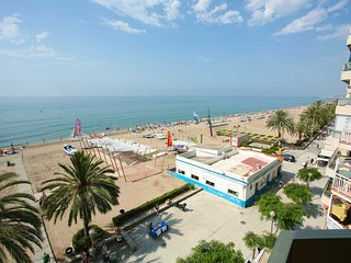 Ocean-front, with super views, 4th floor - close Barcleona, for 5-6 pers. - Calafell vacation rentals