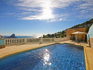Bright 3 bedroom Villa in Calpe with Internet Access - Calpe vacation rentals