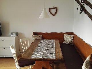 2-Zimmer Ferienwohnung im Zentrum, ruhig und sonnig - Seefeld vacation rentals
