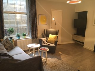 Next to Euston! Perfect 2 bed in Central London - London vacation rentals