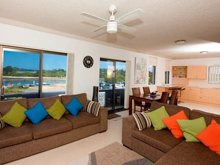 Perfect Condo with Balcony and DVD Player - Tuncurry vacation rentals
