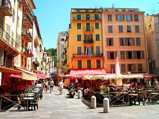 Old Town, Nice  - south-facing balcony, 1bedroom. - Nice vacation rentals