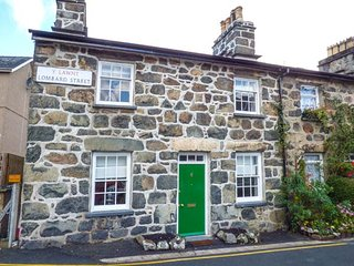 BRO DAWEL, Grade 11 end-terrace, woodburner, pet-friendly, WiFi, in Dolgellau, Ref 938075 - Dolgellau vacation rentals