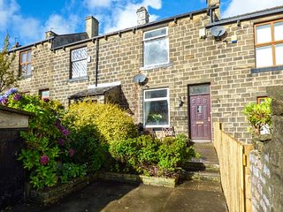 FELL COTTAGE, WiFi, garden and patio, ideal touring base, Haworth, Ref 941737 - Haworth vacation rentals