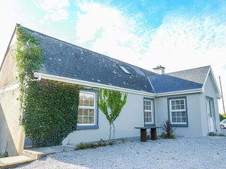 BLUEBELL COTTAGE, open plan living area, multi-fuel stove, ground floor - Kilrush vacation rentals