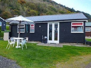 CHALET 95, detached, on-site facilities, beach nearby, two bedrooms, nr Aberystwyth, Ref 949009 - Aberystwyth vacation rentals