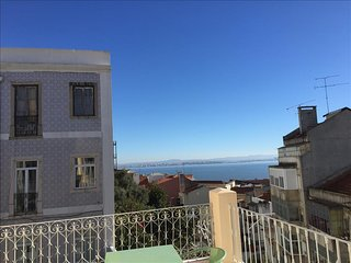 Ap32 - Amazing 3 bedrooms apartment with large terrace and river view, Graça - Lisboa vacation rentals
