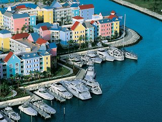 Harborside at Atlantis. 2 Bedroom Lock-off Villa, Sleeps 8 adults - Paradise Island vacation rentals