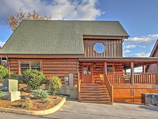 """""""Cubbie's Cabin"""" Luxurious 2BR Sevierville Cabin w/Wraparound Porch! Come Experience the Great Smoky Mountains - Sevierville vacation rentals"""