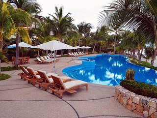 AMAZING BEACHFRONT PENTHOUSE PRIVATE POOL&JACUZZI  - PUNTA MITA - La Cruz de Huanacaxtle vacation rentals
