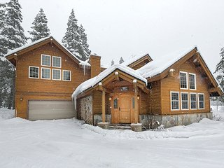 Powder Run Lodge  - Gorgeous Luxury 3 BR w/ Hot Tub - Minutes to Ski Lifts - Olympic Valley vacation rentals