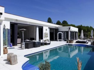 Nice House with Internet Access and A/C - Beverly Hills vacation rentals