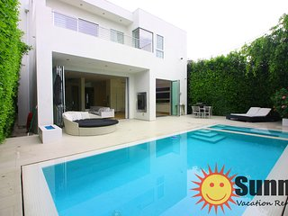#111 Modern Dream House w/ Pool by The Grove and Beverly Center! - Los Angeles vacation rentals
