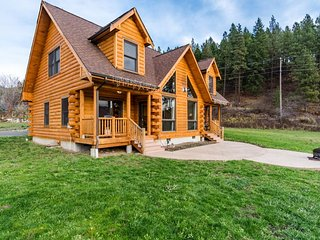 Gorgeous dog-friendly family lodge close to skiing and lake - Leavenworth vacation rentals