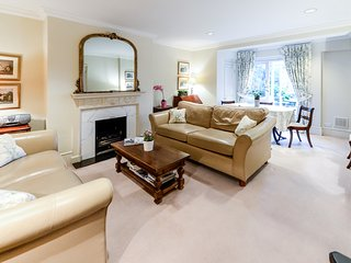 Kensington High Quality 2 Bedroom Apartment - London vacation rentals