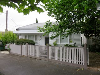 1 bedroom Bed and Breakfast with Internet Access in North Fitzroy - North Fitzroy vacation rentals
