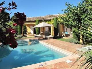 Villa provincale avec piscine chauffée - Grimaud vacation rentals