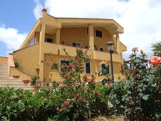 Bright 5 bedroom Caltanissetta Bed and Breakfast with Internet Access - Caltanissetta vacation rentals