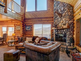 Private hot tub, mountain views, pool table in the loft! - Big Bear Lake vacation rentals