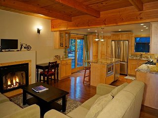 5th Ave - West Shore Cozy Cabin w/ Hot Tub - Sleeps 8 - From $250/nt - Tahoma vacation rentals