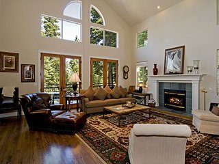 Big Springs 6 BR in Northstar - Sleeps 13 - HOA Pool, Hot Tubs, & Ski Shuttle - Truckee vacation rentals