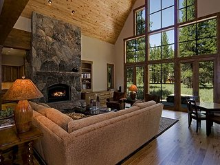 CraftsmanLodge - Beautiful, Spacious 4BR in Old Greenwood w/ Pool Table & HOA - Truckee vacation rentals