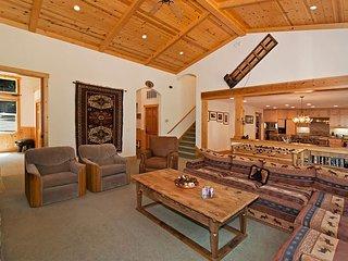 Indian Hills - Beautiful Northstar 4 BR w/ Hot Tub & Ski Shuttle - Sleeps 11! - Truckee vacation rentals