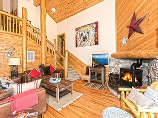 Hilo Haven - Custom 3 BR Plus Loft and Hot Tub - Pet-Friendly Too! - Tahoma vacation rentals