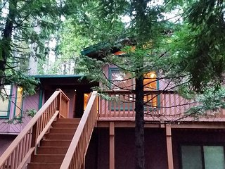 Blue Lake Springs Hideaway Cabin, perfect for your Sierra Vacation! - Arnold vacation rentals