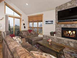 20% OFF till 12/15. Exclusive FREE FUN Pkg! Dog Friendly Townhome View of Continental Divide HOT TUB - Wildernest vacation rentals