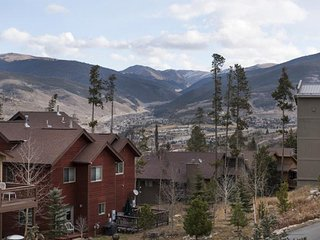 Central Location Late Ski! DOG FRIENDLY Townhome Continental Divide - Wildernest vacation rentals