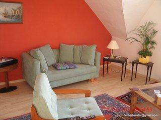 Appartement 77 m2, 2 Schlafzimmer Wohnzimmer Küche Bad, Haltestelle Tram 903+U79 - Duisburg vacation rentals