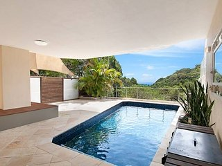 Laguna Bay View Villa |PRIVATE POOL | SPACIOUS 3 LEVELS | by Getastay - Burleigh Heads vacation rentals