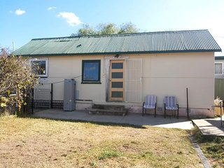 2 Beds/3 Spaces Studio Apartment with Free Broadband Internet - Queanbeyan vacation rentals