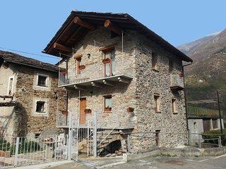 Tipica casetta in pietra Maison Bellevue - Perloz vacation rentals