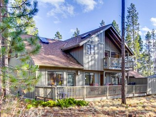 Renovated lodge w/ private hot tub & SHARC passes plus shared pool - dogs OK! - Sunriver vacation rentals