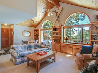Lovely mountain home w/ jetted tub, shared hot tub, pool, sauna, and tennis! - Truckee vacation rentals