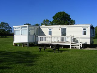 Lovely Caravan/mobile home with Private Fishing and Television - Alford vacation rentals