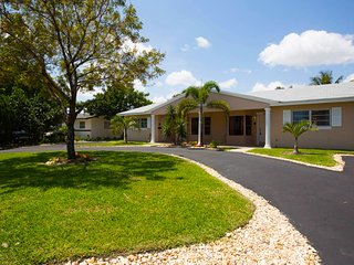 NEW 6B  HUGE   Quiet  Modern   5 min to the beach! - Fort Lauderdale vacation rentals