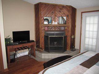 Home Away From Home - 1 bed 1 bath Newly Remodeled Condo On Lake Delton - Lake Delton vacation rentals