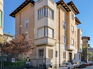Central Turin - Politecnico - Private Parking - Turin vacation rentals