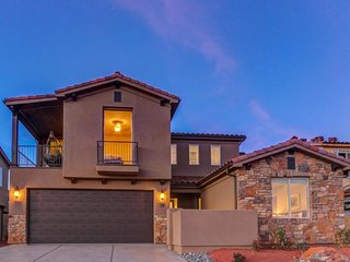 Resort living w/ luxe amenities. Private hot tub,  pools - Santa Clara vacation rentals