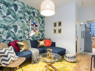 3 bed 1 bath in Soho w/interiors by local designer - London vacation rentals