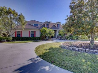 Private and large 4 bedroom pool home 12 minutes east of I-75 with pool, hot tub & guest house - Lakewood Ranch vacation rentals